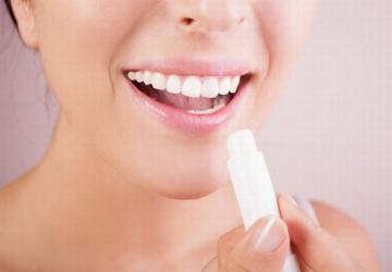 Bôi gì sau khi xăm môi?
